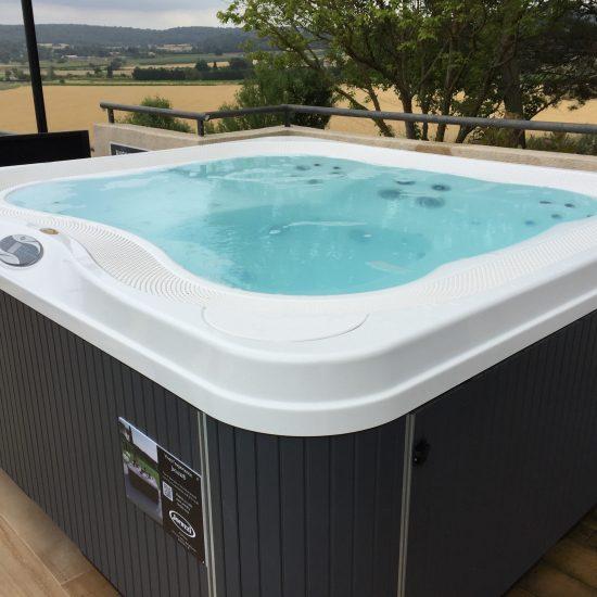 Oz o pertuis piscine spas jacuzzi arrosage et pompage for Ozeo piscine