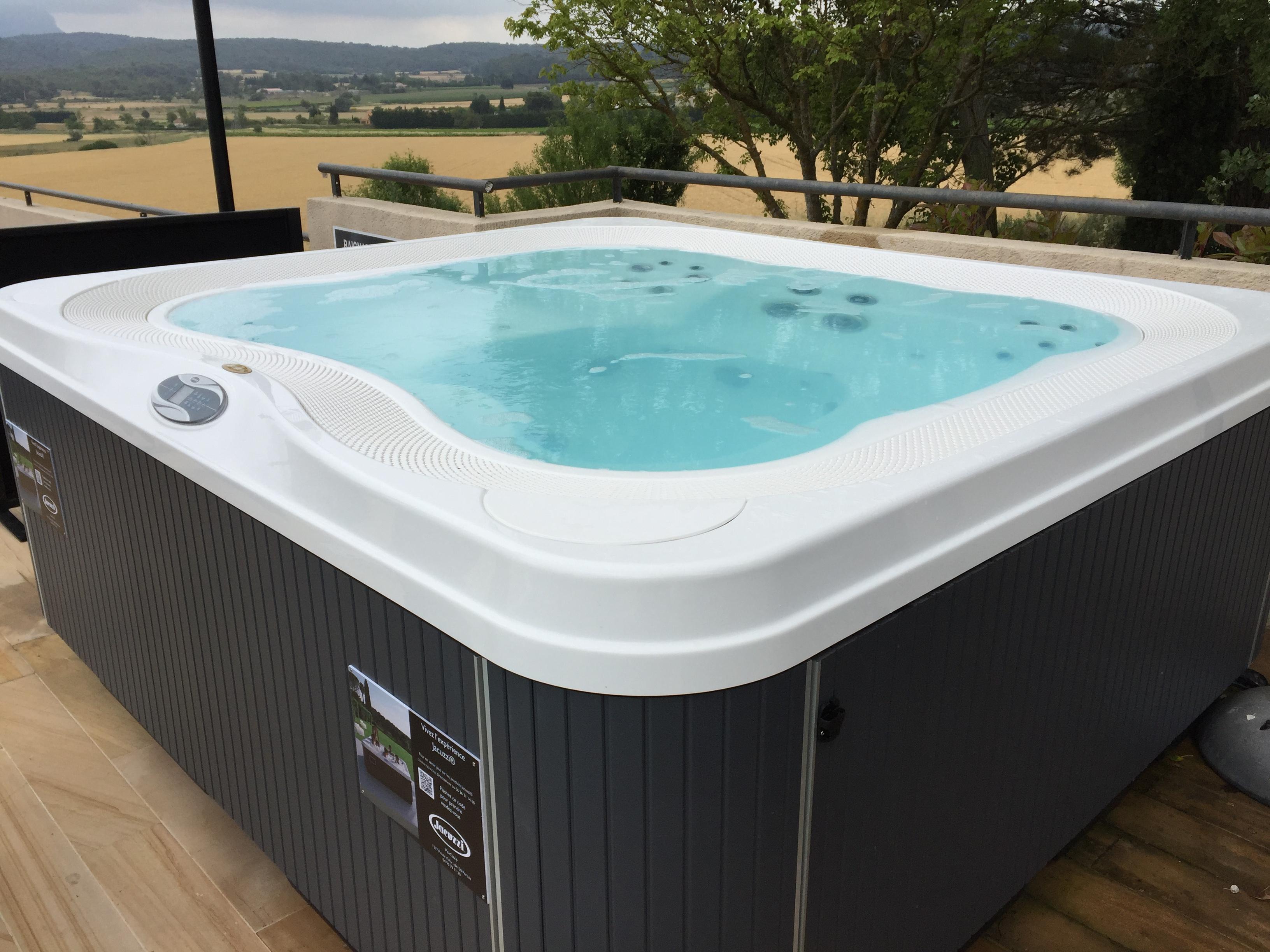 Ozeo piscine pelissanne 20171008113927 for Piscine jacuzzi